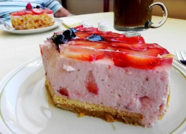 Erdbeer Torte Mit Joghurt Quark Sahne Fullung Brotbackforum Die